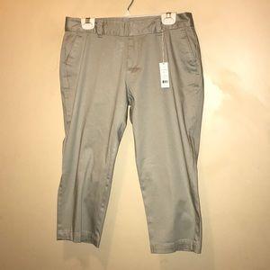Dockers Women's Khaki Capri Pants Size 8P